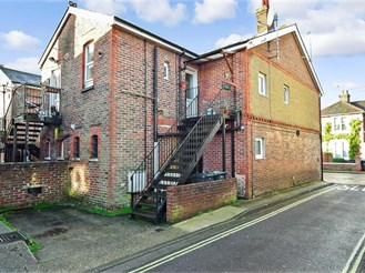 1 bedroom first floor converted flat in Emsworth
