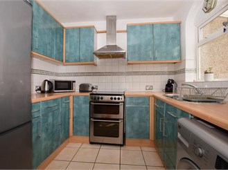 3 bedroom end of terrace house in Croydon