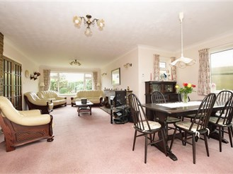 5 bed detached house in Reigate