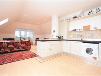 2 bedroom top floor flat in Redhill