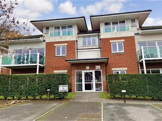 2 bed first floor flat in Dorking