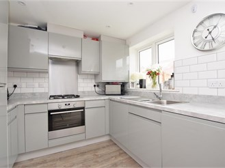 3 bed terraced house in Horley
