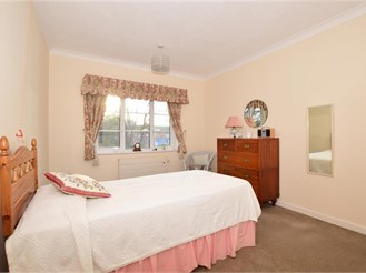 2 bed ground floor retirement flat in Purley