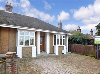 2 bedroom chalet bungalow in Cowes