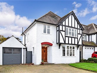 3 bedroom detached house in South Croydon