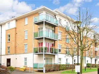 1 bedroom top floor apartment in Leatherhead