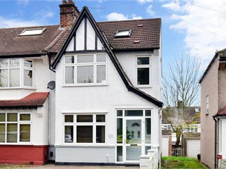 4 bedroom end of terrace house in South Croydon