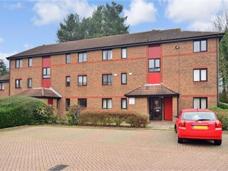 2 bed first floor flat in Horley