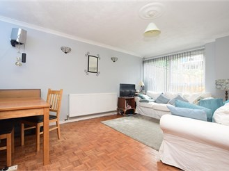2 bed terraced house in Horsham