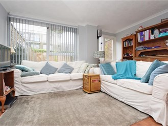 2 bedroom terraced house in Horsham