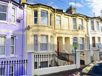 1 bedroom basement flat in Brighton