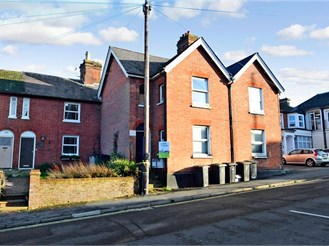 2 bedroom top floor converted flat in Uckfield