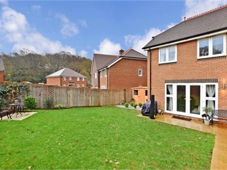 3 bedroom semi-detached house in Rowland's Castle