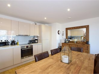 2 bedroom mid-floor flat in Brighton