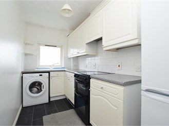 1 bedroom top floor apartment in Redhill