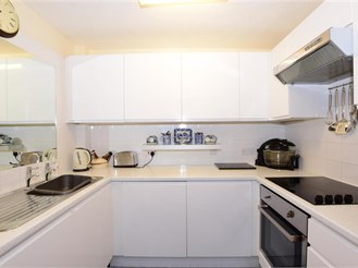 2 bedroom fourth floor retirement flat in Southsea