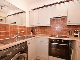 1 bedroom ground floor apartment in Sutton