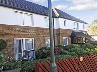 1 bedroom ground floor retirement flat in Caterham