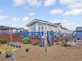 2 bed park home in Minster On Sea, Sheerness