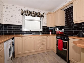 2 bed top floor flat in Wallington