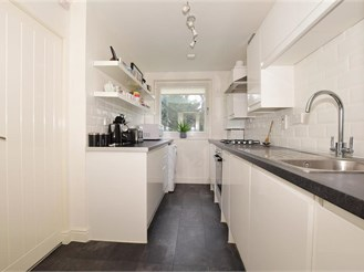 1 bed ground floor flat in Carshalton