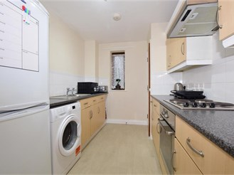 2 bed first floor flat in Purley