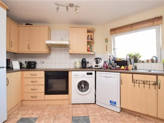 2 bedroom second floor flat in Redhill
