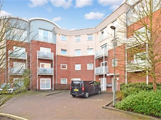2 bed second floor flat in Redhill