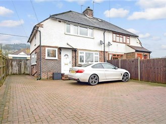 3 bedroom semi-detached house in Buckland, Betchworth