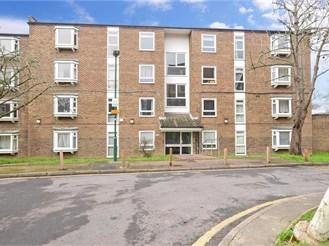 2 bedroom top floor apartment in Sutton