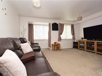 2 bed ground floor apartment in Maidenbower, Crawley