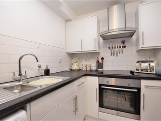 2 bedroom ground floor apartment in Maidenbower, Crawley