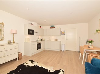 First floor studio apartment in Horsham