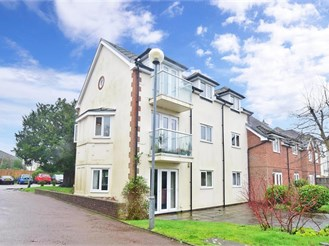 2 bedroom top floor retirement flat in Horsham