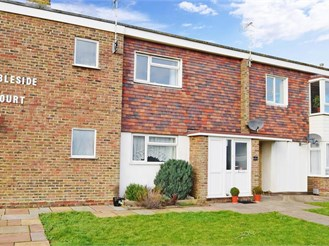 2 bedroom first floor flat in Telscombe Cliffs