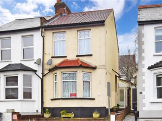 3 bed semi-detached house in South Croydon