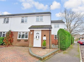 4 bedroom semi-detached house in East Grinstead