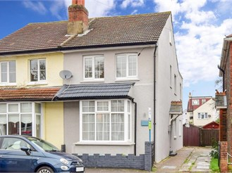 4 bedroom semi-detached house in Banstead