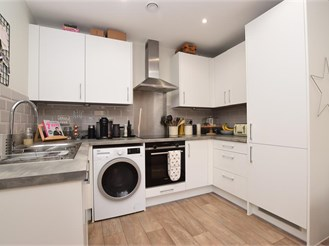 1 bed first floor flat in Leatherhead