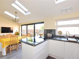 4 bed semi-detached house in Havant