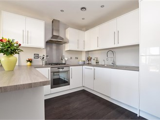 1 bed top floor apartment in Redhill