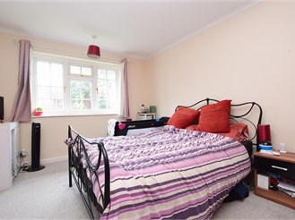 3 bed terraced house in Redhill