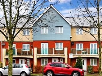 4 bed town house in Redhill