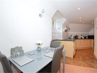 2 bedroom third floor flat in Banstead