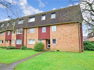 2 bed top floor flat in Barnham, Bognor Regis