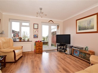 2 bed terraced house in Epsom