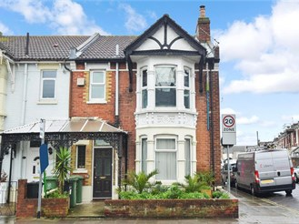 2 bedroom top floor maisonette in Milton, Portsmouth
