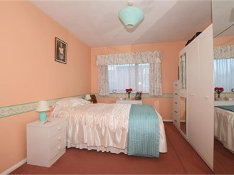 2 bed first floor flat in South Croydon