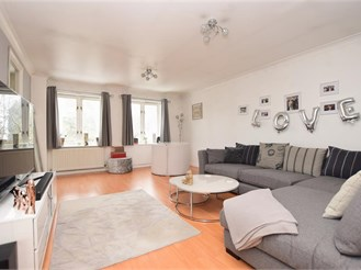 2 bed second floor apartment in Caterham