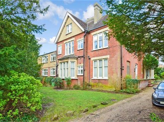 2 bed ground floor converted flat in Sutton